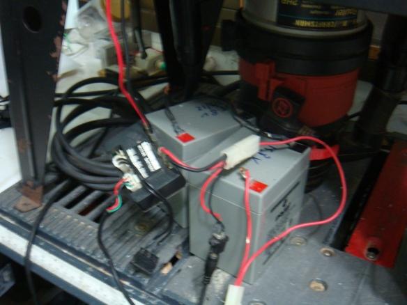 Baterias do patinete usados para acionar os motores do torno
